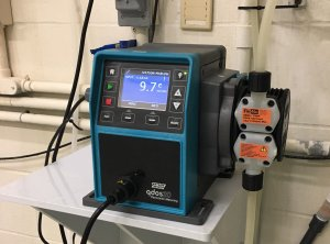Chemical metering with no gas locking